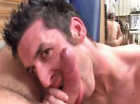 Un amateur gay abuse son médecin et le baise à l'hopital !